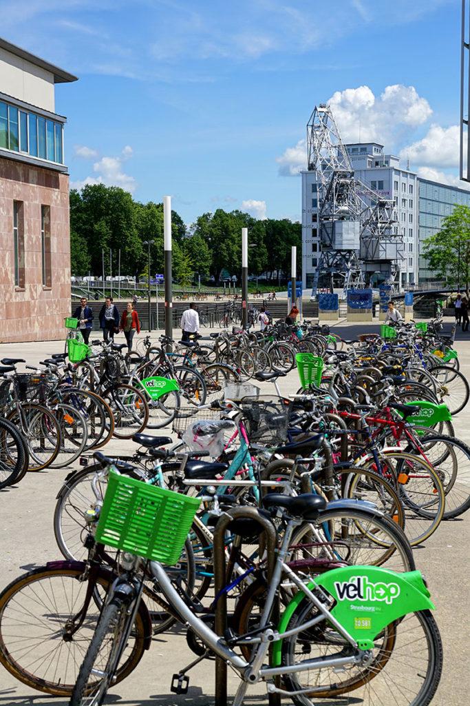 Parking à vélos devant Rivétoile