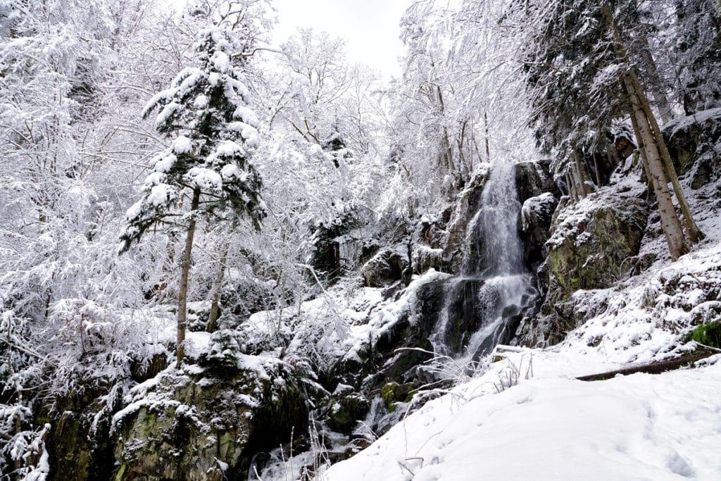 Cascade gelée et enneigée du Hohwald