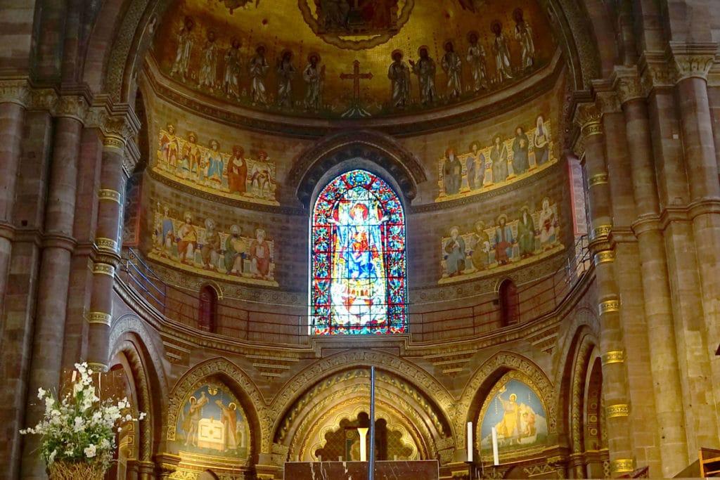 Vitrail de la Vierge à la Cathédrale de Strasbourg