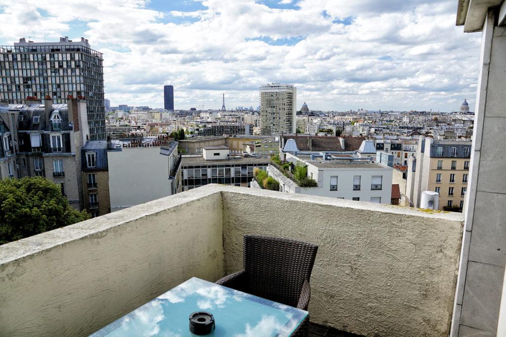 Vue sur la Tour Eiffel depuis la terrasse de l'Hôtel Mercure Gobelins à Paris