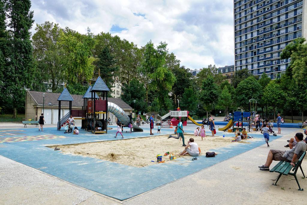 Jeux pour enfants au square Le Gall
