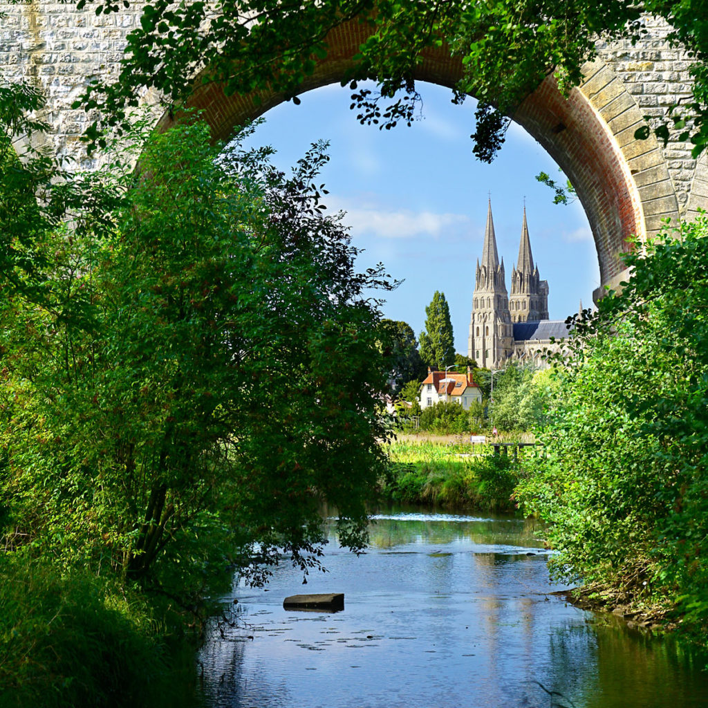 Cathédrale de Bayeux depuis le sentier nature