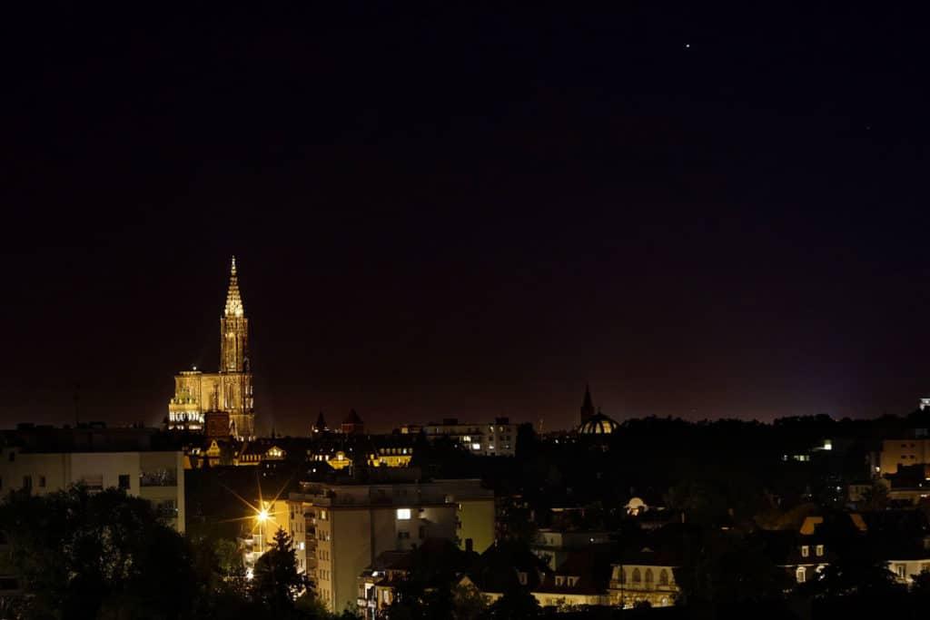 La Cathédrale de Strasbourg de nuit depuis le Parlement Européen