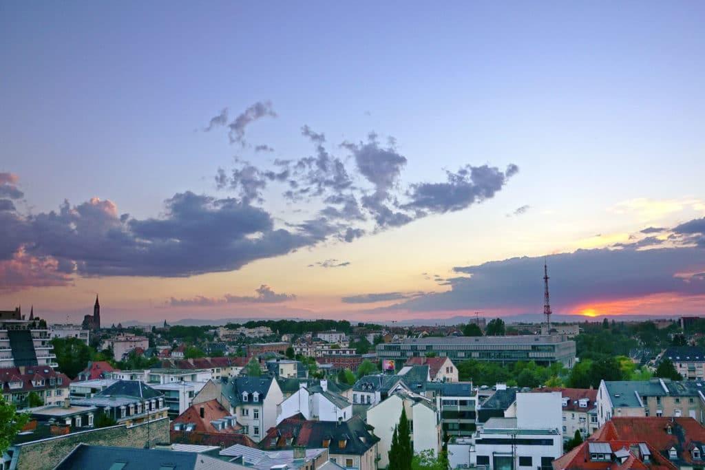 Coucher de soleil sur Strasbourg depuis la terrasse panoramique du Parlement
