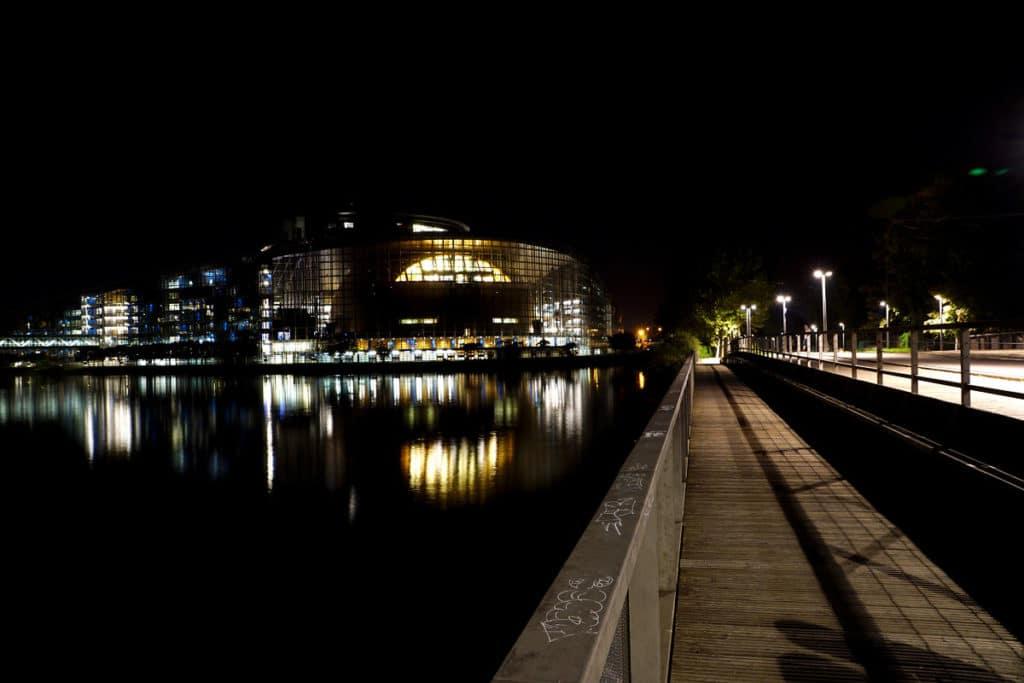Le Parlement Européen de Strasbourg de nuit
