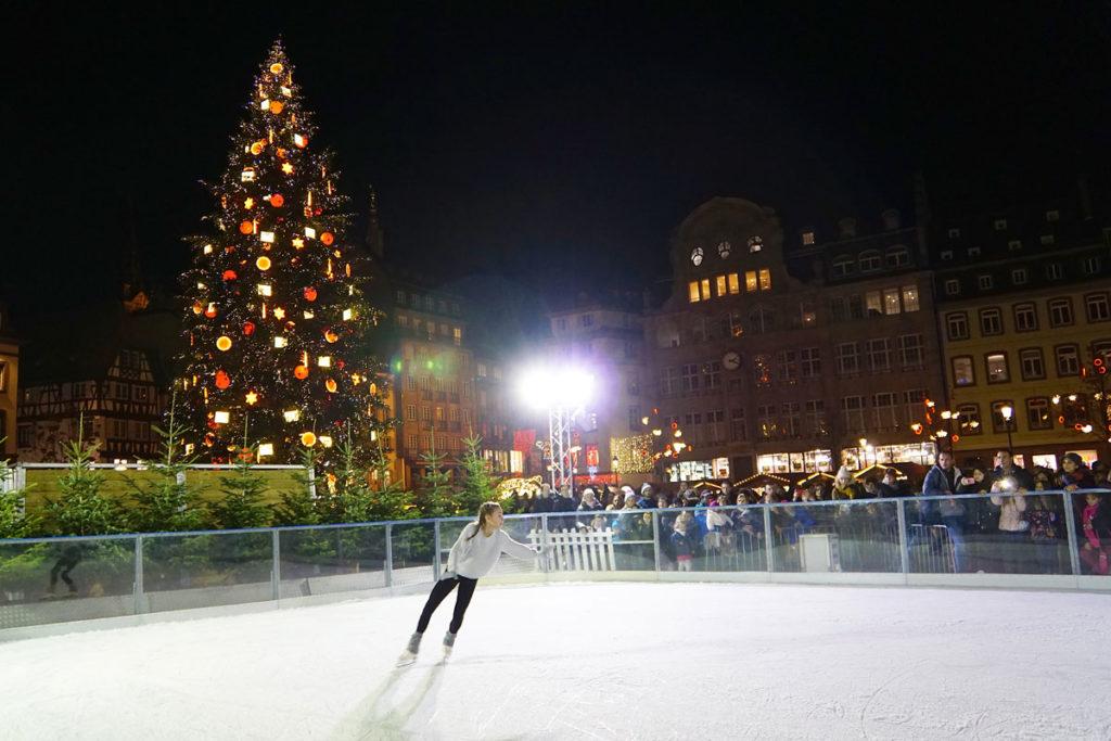 La patinoire du marché de Noël de Strasbourg