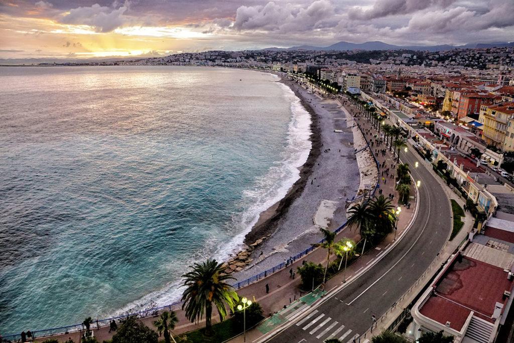Coucher de soleil sur la promenade des anglais à Nice