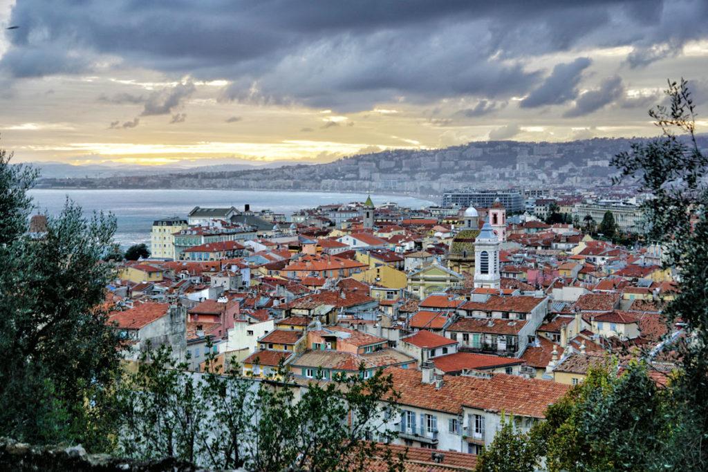 Coucher de soleil sur le vieux Nice depuis la colline du château
