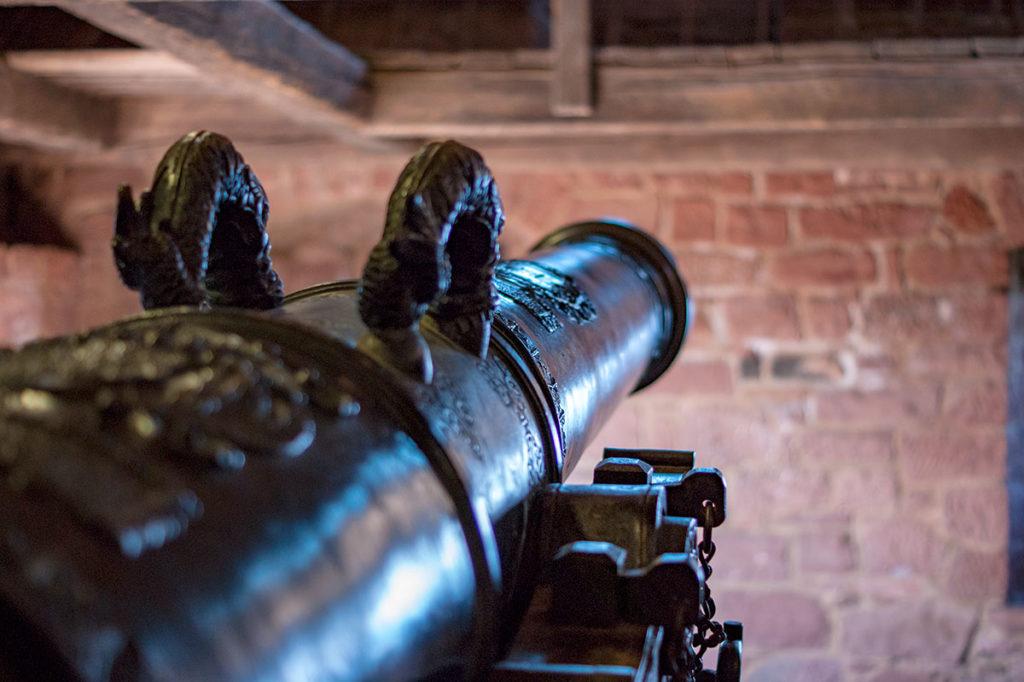 Canon dans le grand bastion du château du Haut-Koenigsbourg