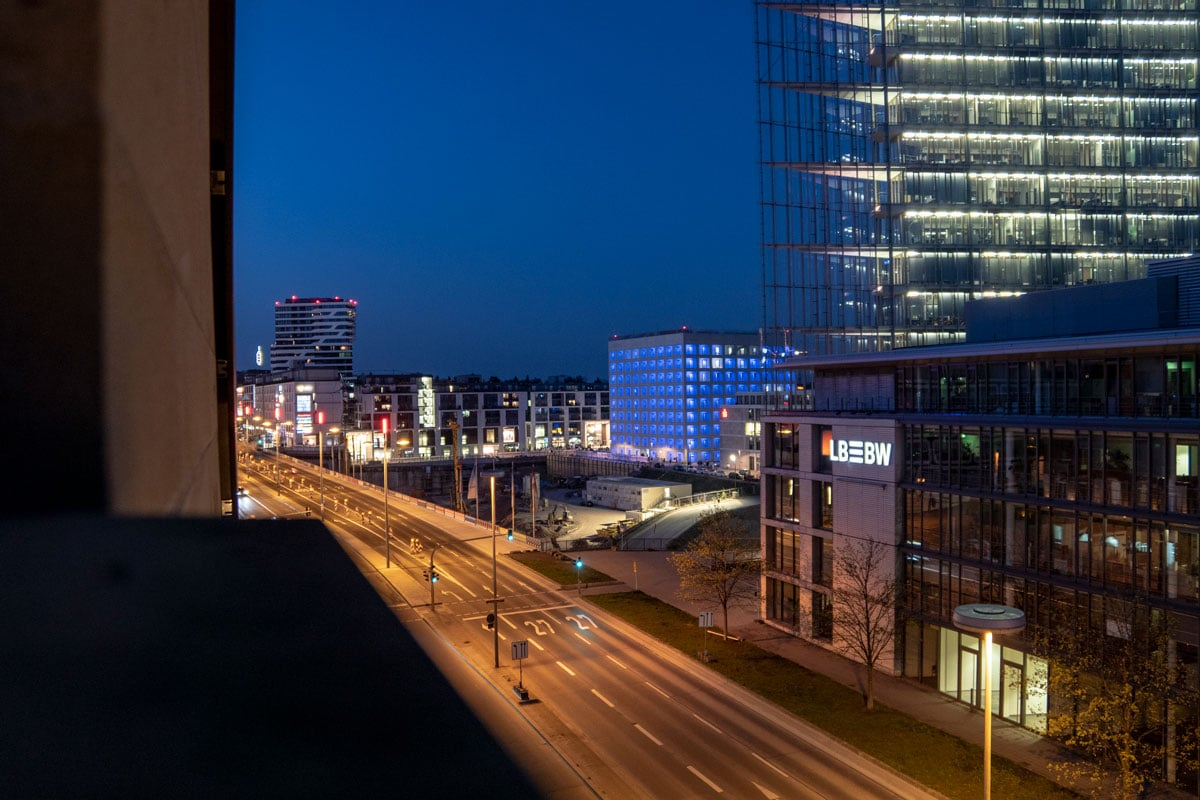 La Stadtbibliothek de Stuttgart de nuit
