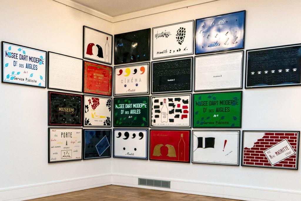 Plaques de Marcel Broodthaers à Stuttgart