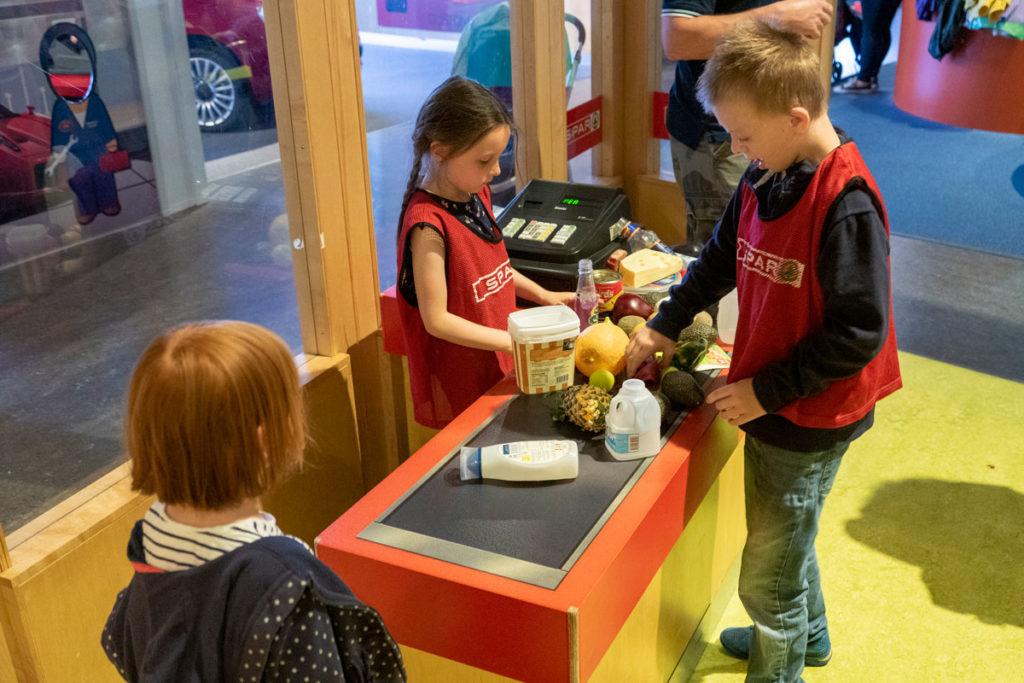Mini supermarché au W5 Belfast