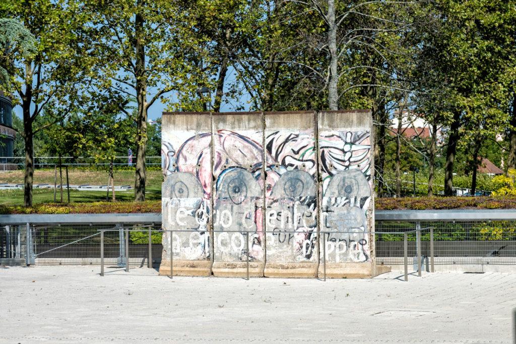 Morceaux du mur de Berlin à la Cour Européenne des Droits de l'Homme de Strasbourg