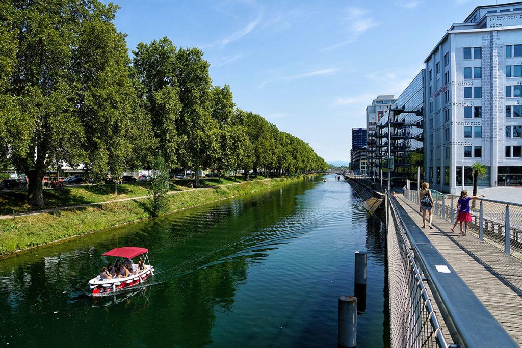 Balade en bateau électrique à Strasbourg