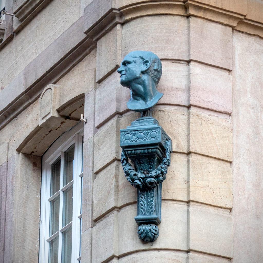 Buste de Jean-Michel Sultzer place de la cathédrale