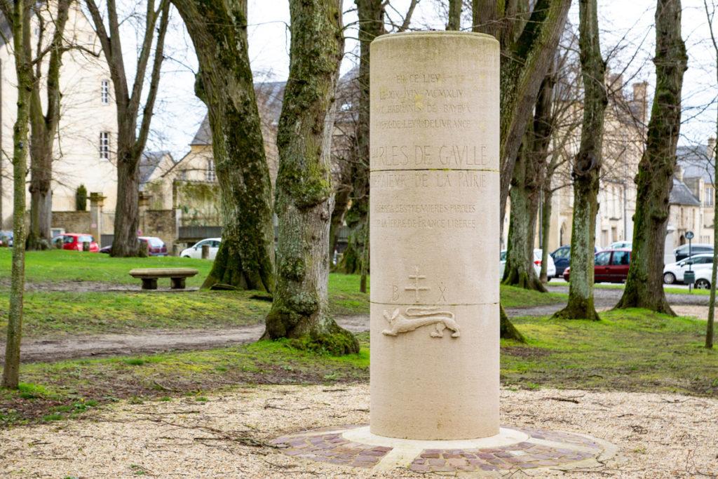 Stèle du Général de Gaulle à Bayeux