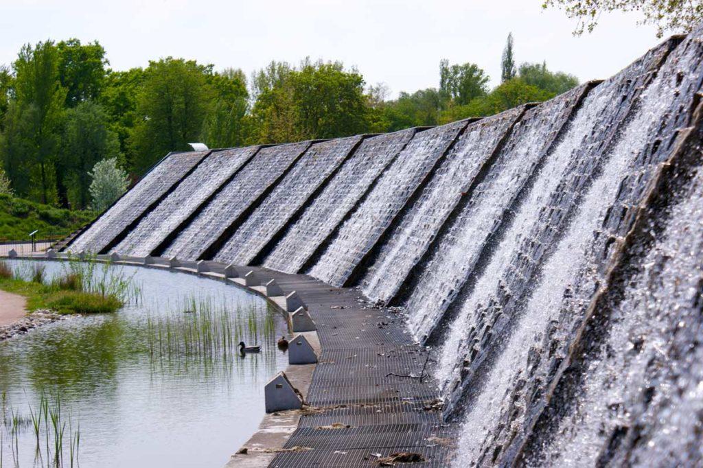 Mur d'eau du jardin des Deux-Rives
