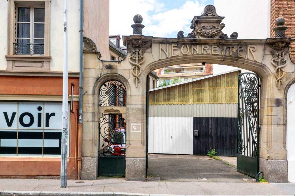 Portail Art Nouveau du CEAAC