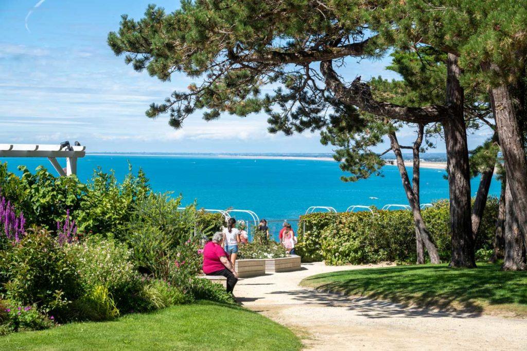 Parc Dior avec vue sur la mer