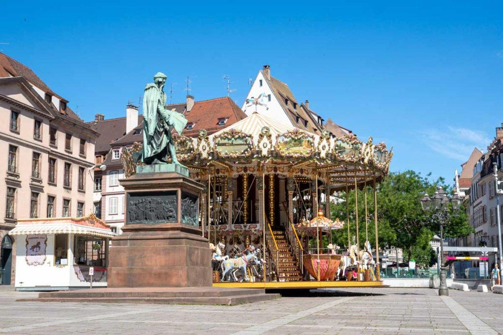 Carrousel sur la place Gutenberg