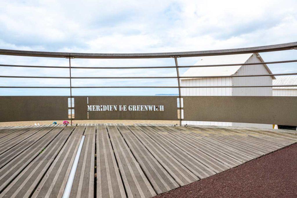 Méridien de Greenwich qui passe sur la plage à Villers-sur-Mer