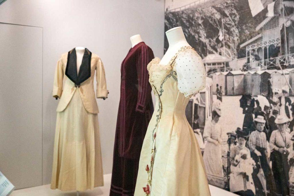 Robes Christian Dior au musée à Granville