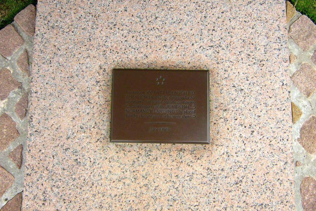 Capsule temporelle dans le cimetière américain de Colleville