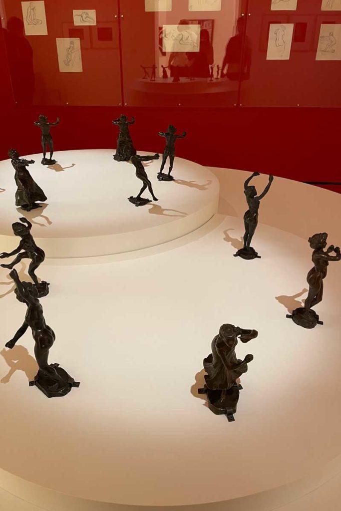 Sculptures en bronze de danseuses nues aux crotales en 1904-1906 (vers 1905-1906)