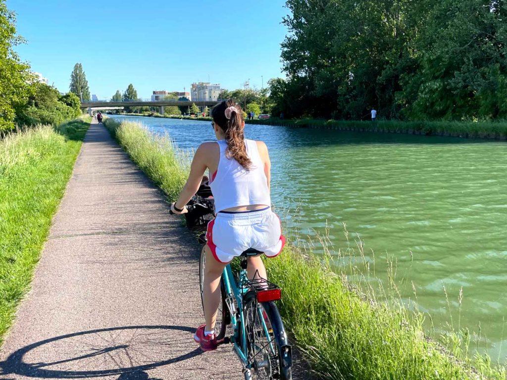 Balade à vélo au bord de l'eau à Strasbourg