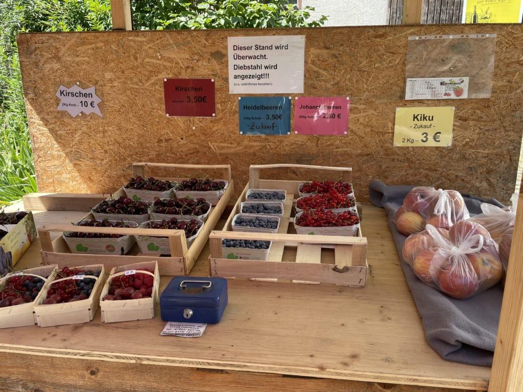 Stand de fruits et légumes en libre service