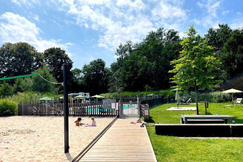 Jeux et piscine du camping de Strasbourg